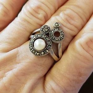 Jewelry - Sterling silver with pearl ring